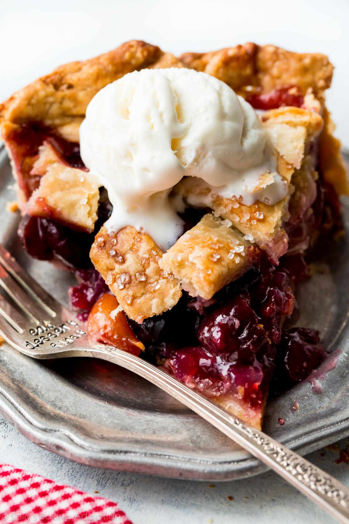 Homemade Cherry Pie – Sallys Baking Addiction | TheDirtyGyro